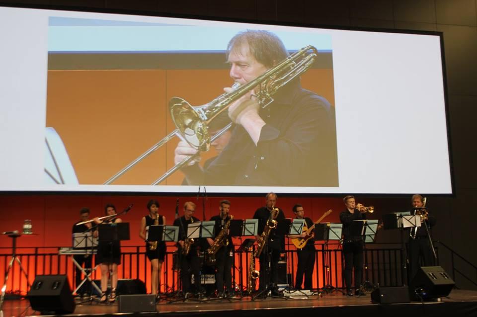 Solisten erschienen auf der Großbildleinwand - es wirkte schon sehr professionell. Foto: Irene Kuron, 2015
