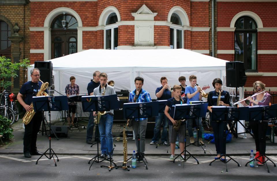 Die Big-Band in der Mozartstraße. Foto: Sabine Adams, 2013