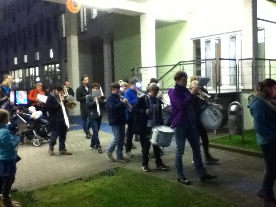 """Kurz nach dem Abmarsch der """"Strolche"""" auf dem T-mobile-Gelände"""