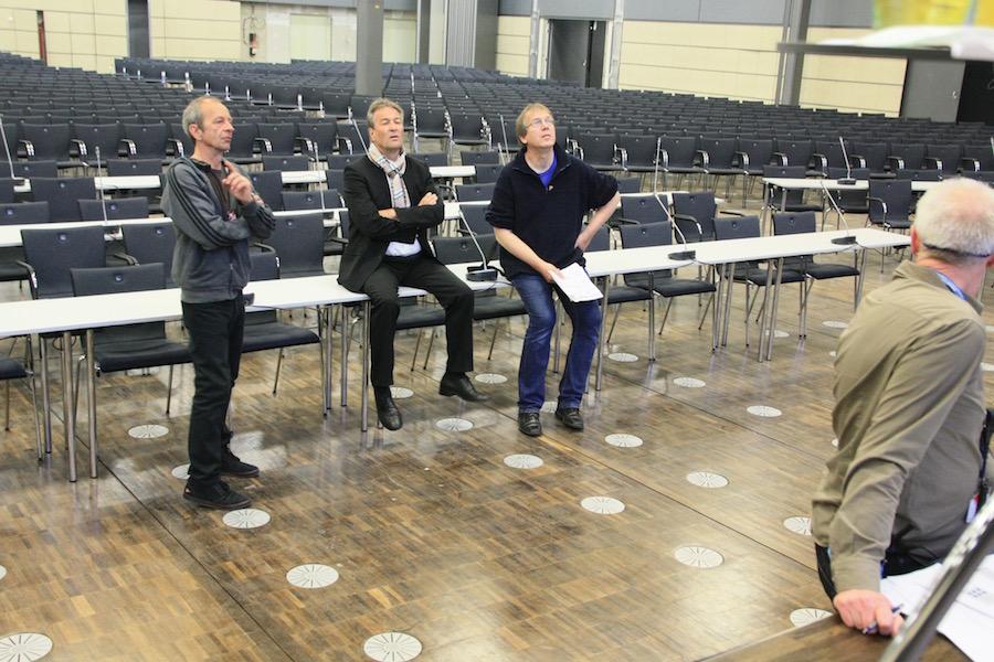 Technik, OB und Martin Schlu bei der Besprechung Foto@ Arnulf Marquart-Kuron 2015