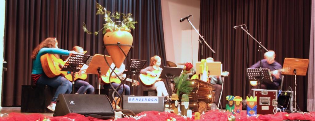 Das Gitarrenensemble unter Jürgen Bieler Foto: Orchester