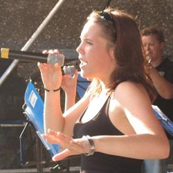 Pia in Action - auf einem der vielen, vielen Konzerte